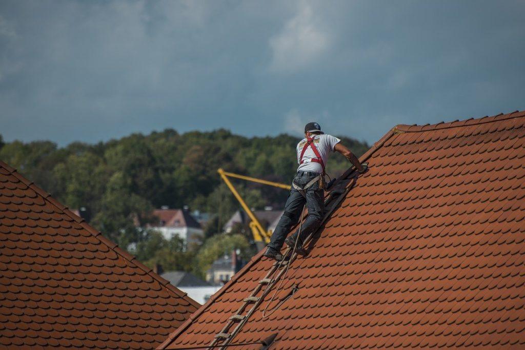 Travaux sur une toiture chambérienne