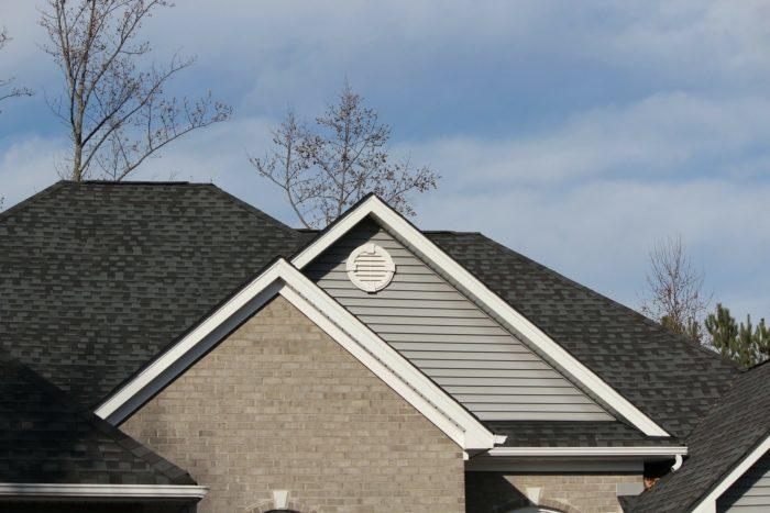 Quand et comment nettoyer sa toiture ?